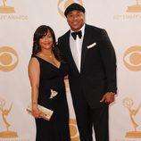 Simone Johnson y LL Cool J en la alfombra roja de los Emmy 2013