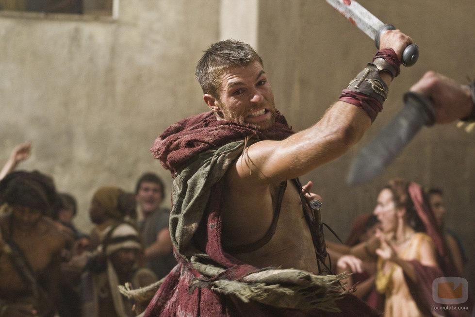 Liam McIntyre en el primer episodio de 'Spartacus: La venganza'