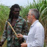 Sardá hablando con un jamaicano en su visita a Jamaica