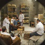 Concursantes de 'Top Chef' hablando entre ellos
