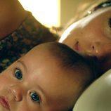 Susana con su hijo en 'Niños robados'