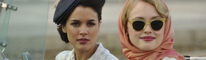 Adriana Ugarte y Hannah New en 'El tiempo entre costuras'