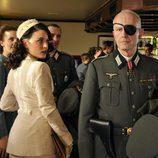 Adriana Ugarte mira de reojo en 'El tiempo entre costuras'
