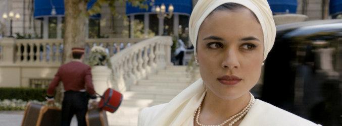 Adriana Ugarte da vida a Sira Quiroga en 'El tiempo entre costuras'