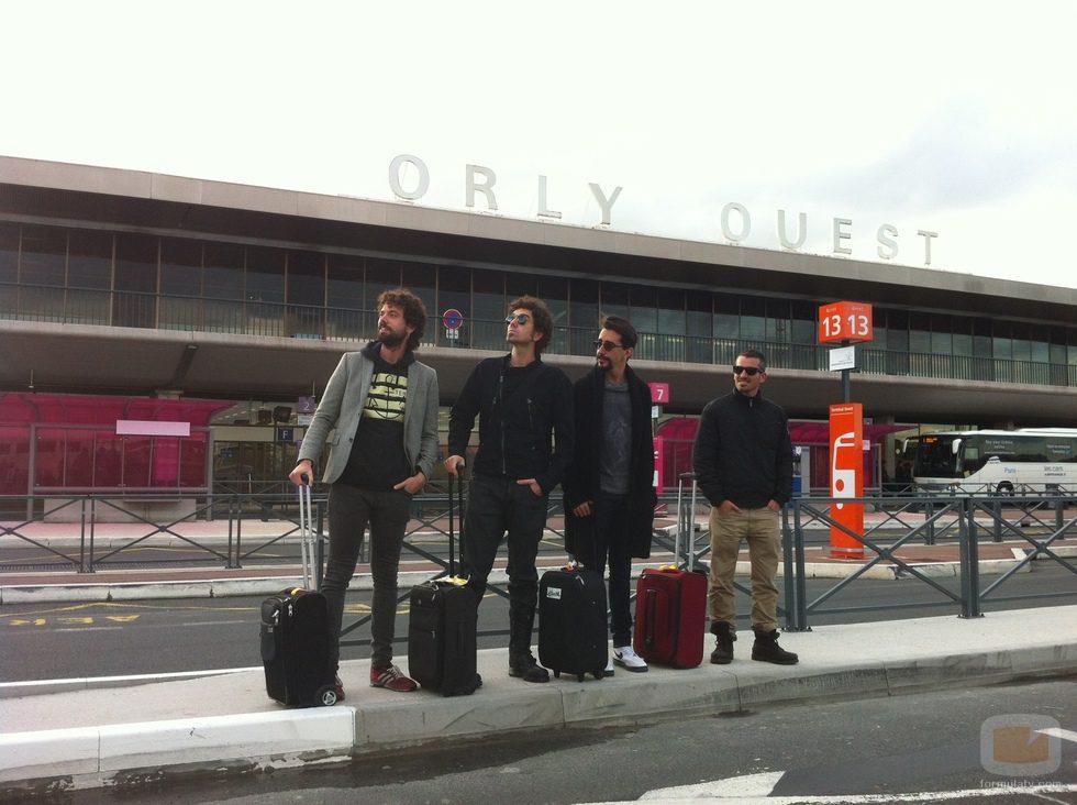 El equipo de 'El Hormiguero' en el aeropuerto de París