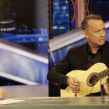 Tom Hanks toca la guitarra en 'El Hormiguero'
