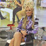 Belén Esteban sentada en 'Sálvame Deluxe'