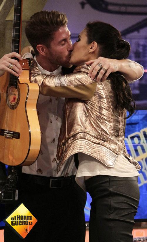 El primer beso público de Pilar Rubio y Sergio Ramos