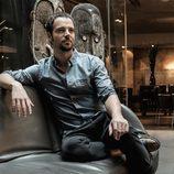 Carles Francino posando en la sesión fotográfica de VIM Magazine