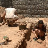 Macarena Gómez trabajando como arqueóloga en Córdoba