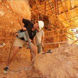 Iñigo Urrechu con un martillo neumático en 'Arqueólogo por un día'