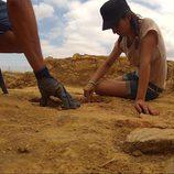 Cristina Brondo trabajando como arqueóloga