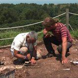 Juan Ramón Lucas en la excavación del Castillo de Gauzón