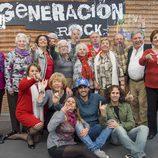 Participantes de 'Generación rock' junto a Melendi y otros miembros del equipo