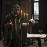 Colón explica su proyecto a Juan de Portugal en 'Isabel'