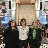 Charo Reina, Sandra Barneda y Carmen Lomana posan en el plató 'De buena ley'