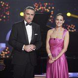 Juan y Medio y Eva González, presentadores de '¡Feliz 2014!' en TVE