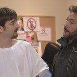 César y Juanjo en una escena de 'Vive cantando'