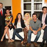 Actores posando para la serie 'Lalola'