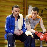 Actores en el gimnasio en el capítulo de 'Cruce de navajas' de 'El síndrome de Ulises'
