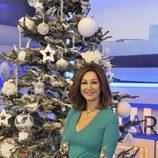 Ana Rosa Quintana posa por la Navidad 2013