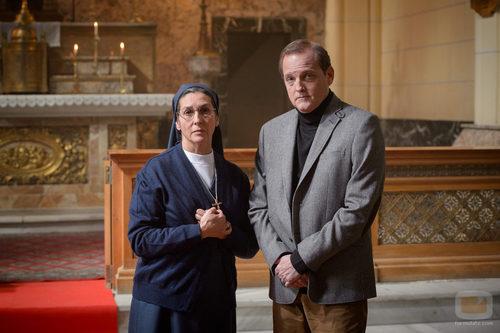 Sor Antonia y Francisco José en 'Robada'