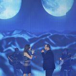 Malú y David Barrull cantando en la final de la segunda edición de 'La voz'