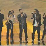 Dani Martín cantando con los finalistas de 'La voz 2'
