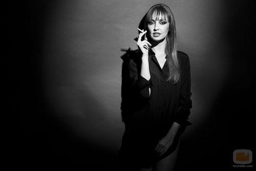 Cristina Castaño posa con un cigarro