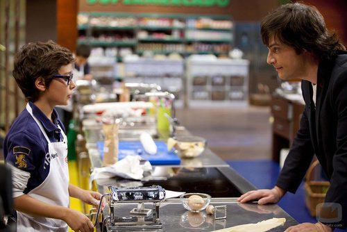Jordi Cruz junto a Mario en 'MasterChef Junior'