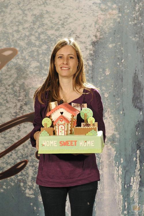 Una de las aspirantes a 'Deja sitio para el postre' con su tarta