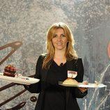 Una de las aspirantes a concursante 'Deja sitio para el postre', posa con sus dos recetas