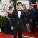 Nicholas D'Agosto en la alfombra roja de los Globos de Oro 2014