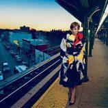 Lena Dunham espera el tren en Nueva York