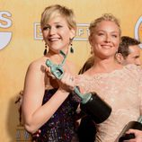 Jennifer Lawrence y Elizabeth Rohm en los SAG 2014