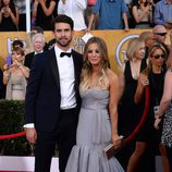 Ryan Sweeting y Kaley Cuoco en los SAG 2014