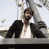 Hugo Silva en uno de los barcos de 'El corazón del océano'