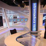 Mesa del nuevo plató del informativo de Canal Extremadura TV