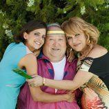 Macarena Gómez y Antonia San Juan abrazan a Fernando Esteso en 'La que se avecina'