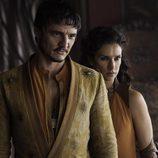 Pedro Pascal e Indira Varma son Oberyn Martell y Ellaria Arena en 'Juego de tronos'