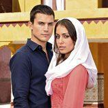Álex González y Hiba Abouk en 'El Príncipe'