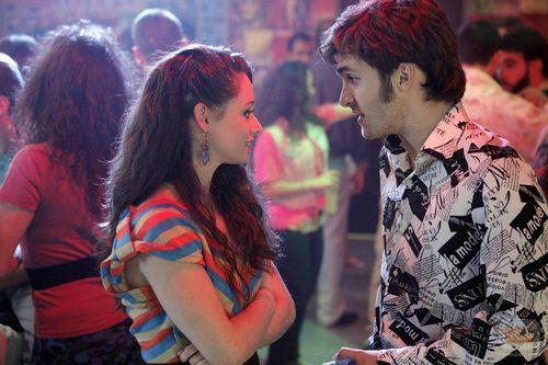 Karina y Carlos hablan en 'Cuéntame cómo pasó'
