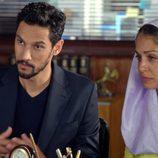 Hiba Abouk y Stany Coppet en el segundo capítulo de 'El Príncipe'