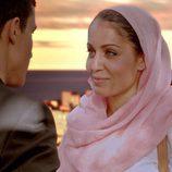 Hiba Abouk y Álex González en el segundo capítulo de 'El Príncipe'