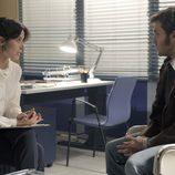 Lucía atiende a Carlos en su consulta en 'Cuéntame cómo pasó'