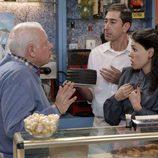 Miguel y Paquita discuten en el bistró de 'Cuéntame cómo pasó'