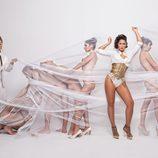 La cantante Rosa López rodeada de cuerpos desnudos en Primera Línea