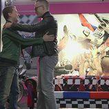 Risto Mejide y Jorge Lorenzo se abrazan en 'Viajando con Chester'