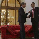 Zapatero y Risto Mejide se estrechan la mano en 'Viajando con Chester'