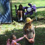 Sofía Vergara y Aubrey Anderson Emmons jugando durante el rodaje